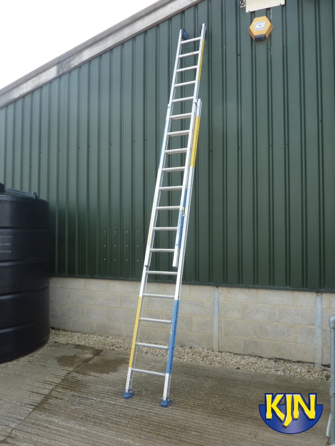 Extendable 6.1m Double Ladder