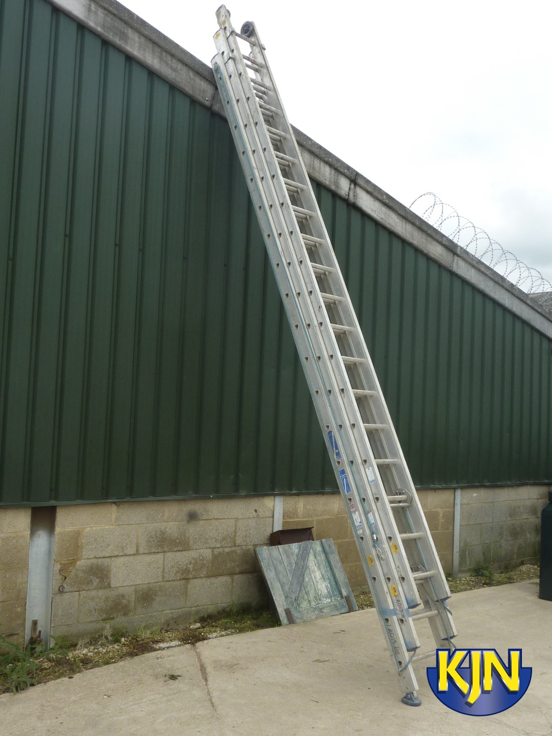 Extendable 13m Rope Operated Triple Ladder