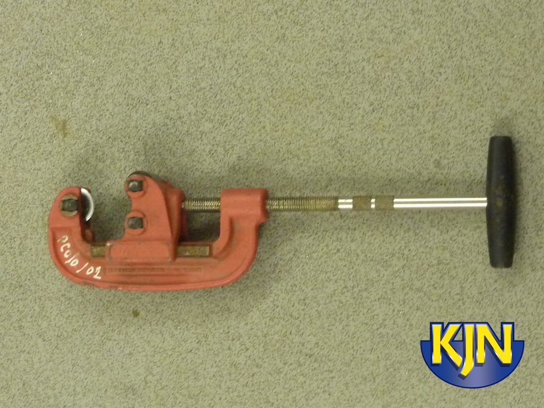 """Steel Pipe Cutter 1/2"""" - 2"""" hand operated"""