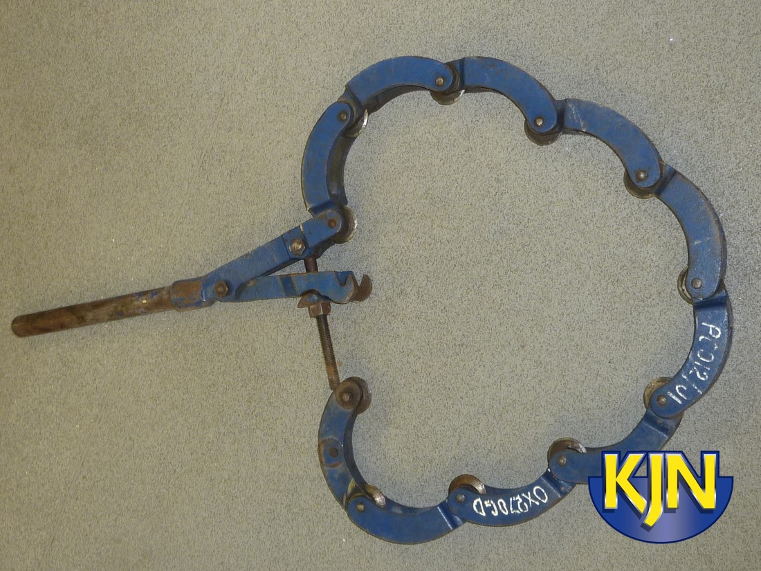 """Iron Pipe Cutter 5""""-13"""" hand operated"""