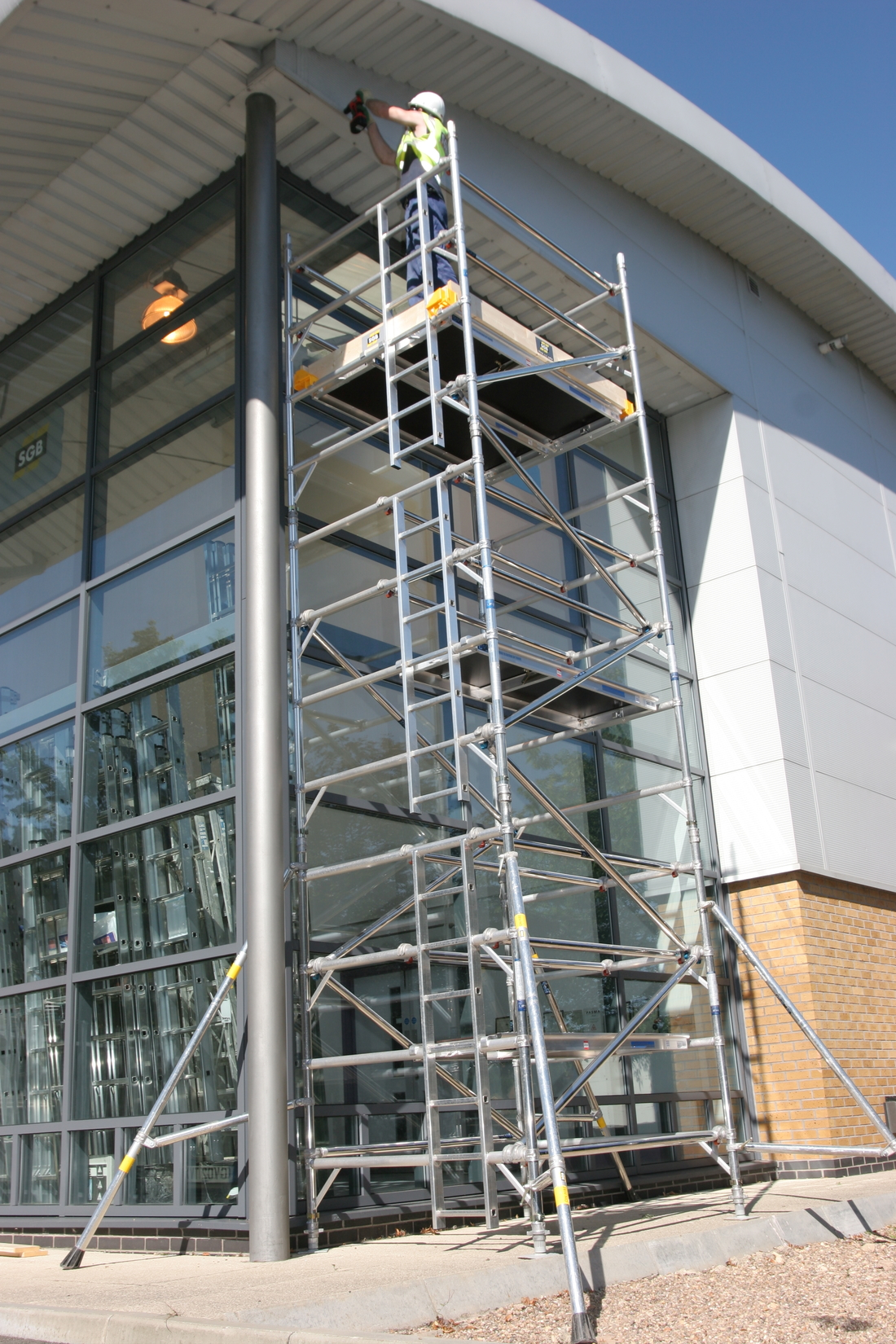 2.5m x 1.5m Base (Double Span) Scaffold Tower Maximum Platform Height 9.2m